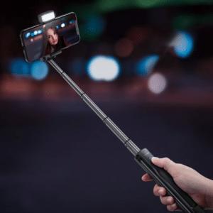 BlitzWolf 3 in 1 Selfie Stick met Afstandsbediening Verlichting en Foldable Tripod Stand